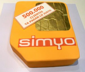 tarta-500000-clientes-simyo-300x254 Empresas